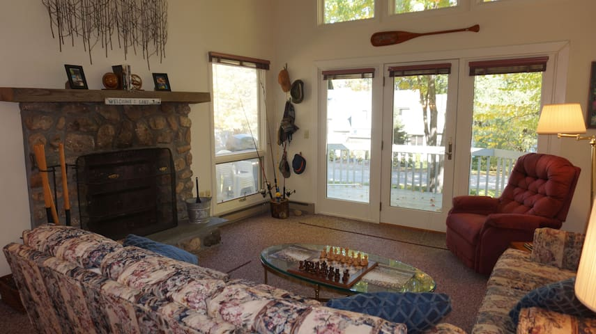 Townhouse steps from Moose Pond & Pleasant Mntn.