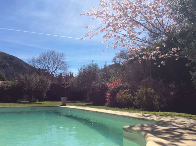 Maison de charme avec Piscine à 15min d'Aix en Pce - Meyrargues - House