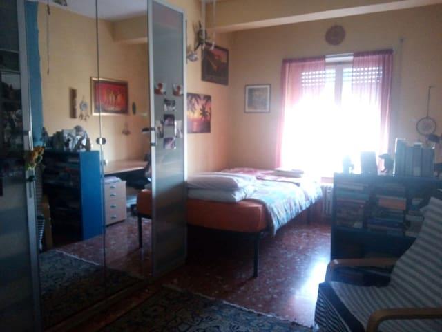 Ampia camera singola con vista Basilica S. Paolo