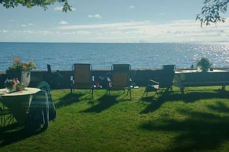 Lakefront Cottage with Beautiful Sunrises, Hilton. - Hilton - Haus
