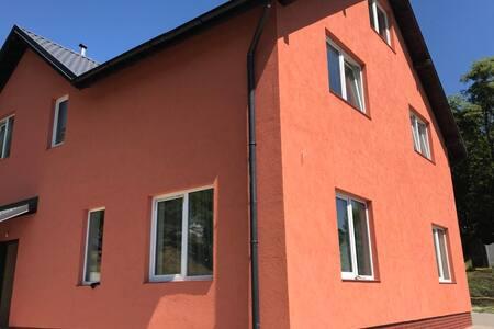 Уютный дом  у реки  в Славянском