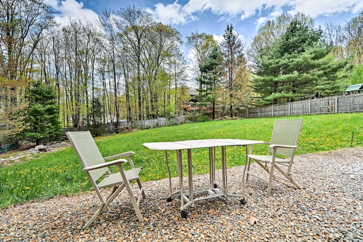 You'll be 10 miles away from Camelback Mountain Resort and near Mt Airy Resort!