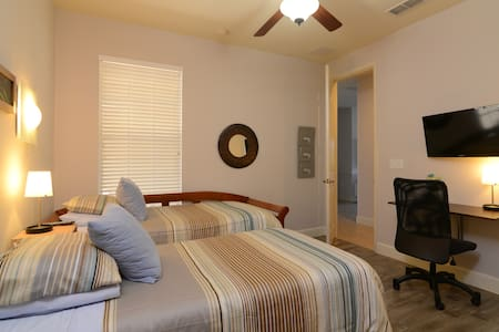 Private Room/w Bath Close to Disney - Kissimmee - Townhouse