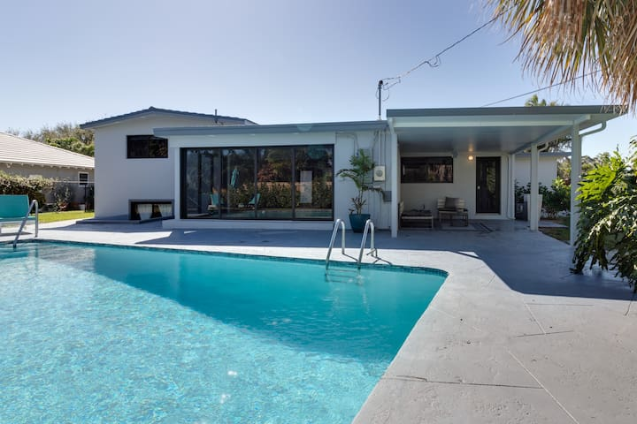 4/4 Luxury Pool Home In the Heart of NPB
