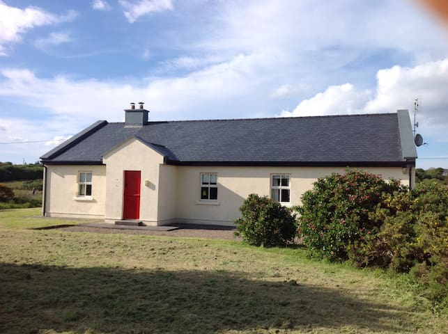 Peaceful house in Beautiful setting - Louisburgh - Hus