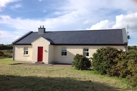 Peaceful house in Beautiful setting - Louisburgh - Hus