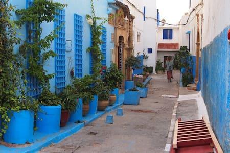 Chambre avec petit dej,wifi au coeur des ouddayas - Rabat - House