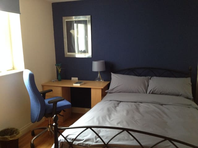 Central dble, kitchen, free parking