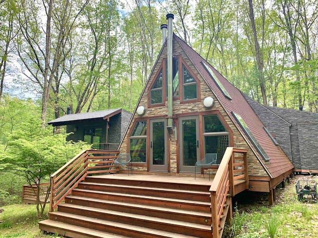 The Ancram A - Renovated Mid-Century Modern Cabin