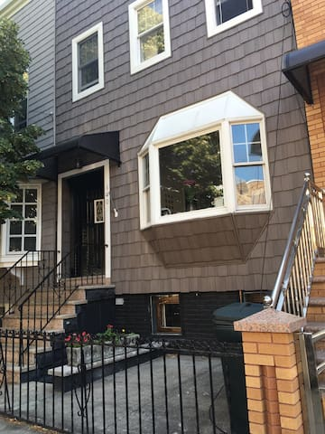 Cosy and large room - Brooklyn  - House