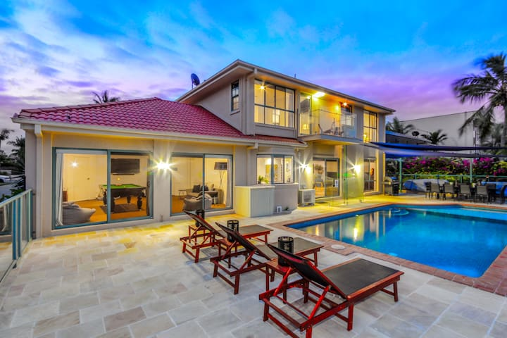 Dream Family Holiday-Luxury Waterfront with it ALL