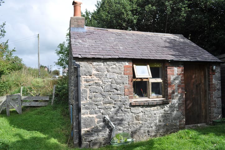 Small self contained stone Bothy