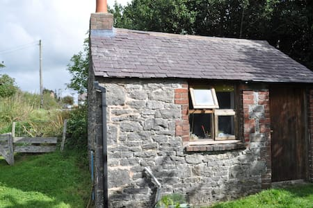 Small self contained stone Bothy - Rhosesmor - Chalet