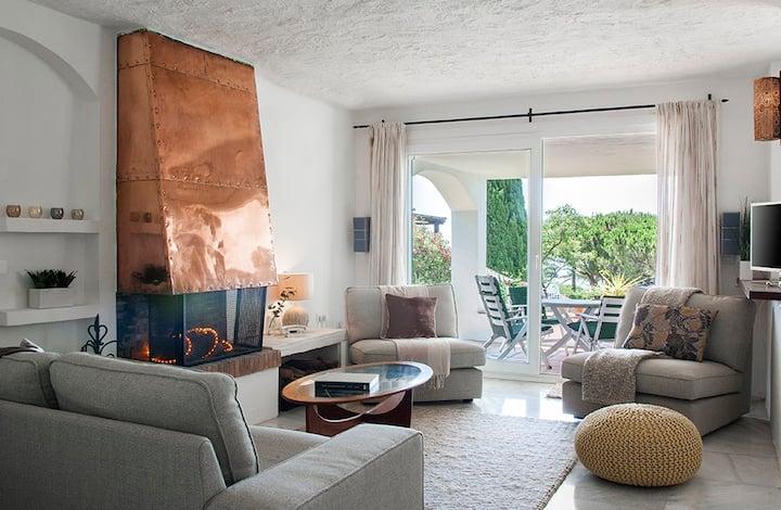 Stylish villa - fantastic sea views, walk to beach