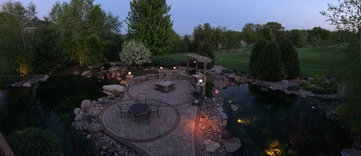 Cozy 2 bedrooms suite with beautiful backyard!
