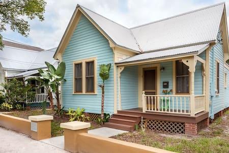 Historic Ybor, Tampa, FL House - タンパ