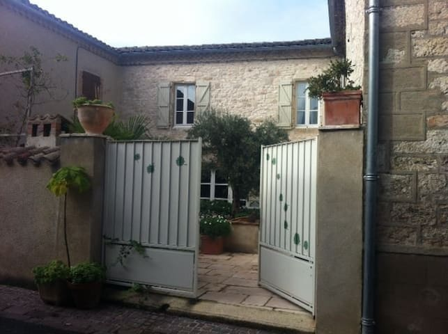 Chambres d 39 h tes de charme bed breakfasts zur miete in - Chambre d hote de charme midi pyrenees ...