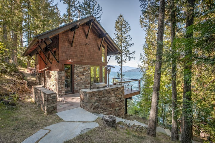 Romantic Four Season Retreat Private Lakefront Gem