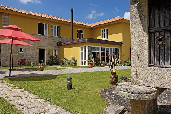 5 bedrooms villa with pool - Valença