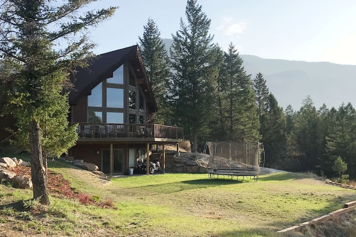 Hilltop Hideaway - enjoy Views, Privacy and Beach