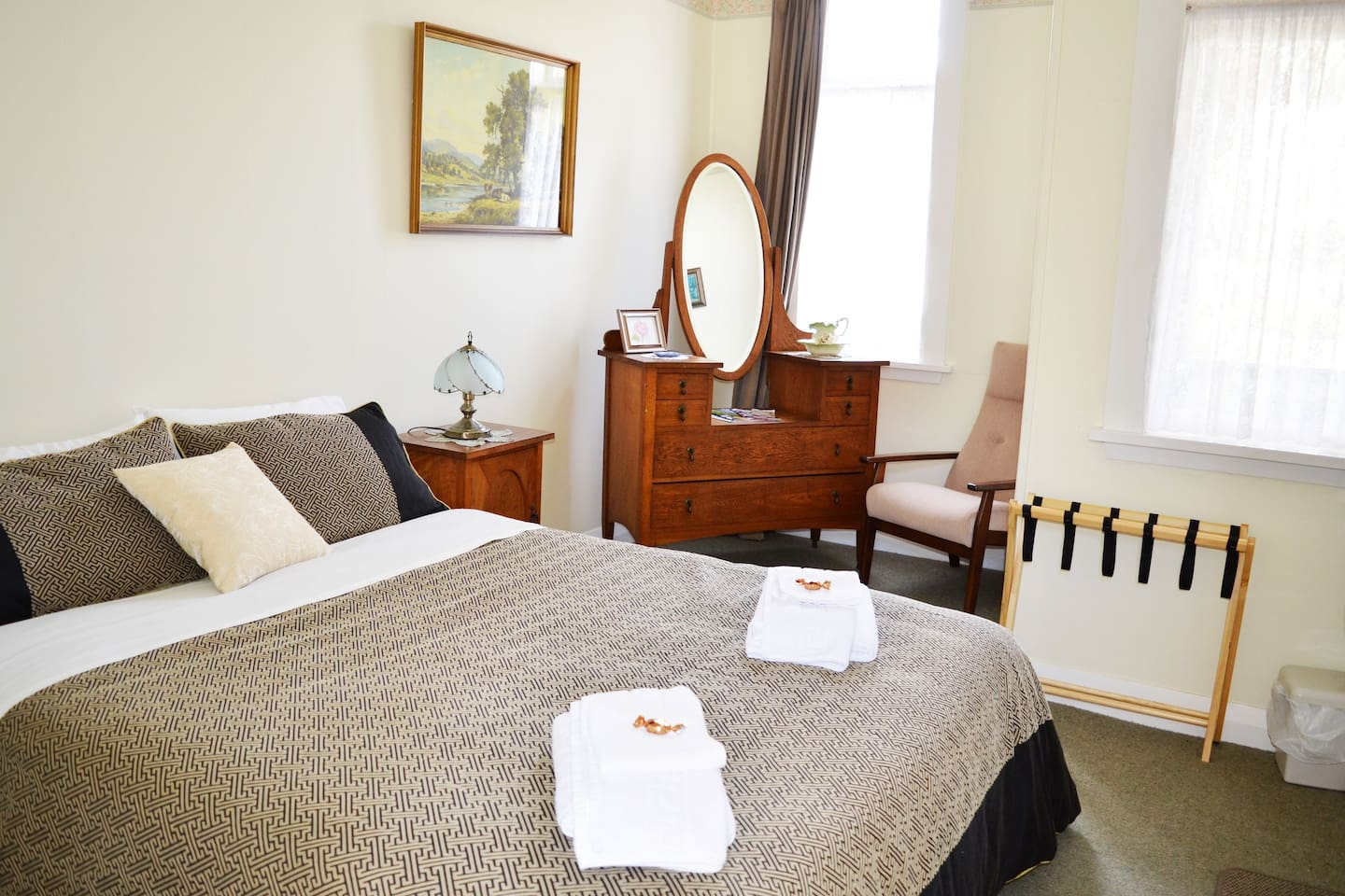 B&B Deluxe private double room with shared bathroom facilities