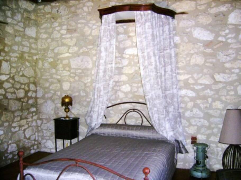 chambre 1 étage en pierre calcaires
