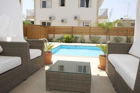 Lovely 3/4 bedroom villa with pool - Villa