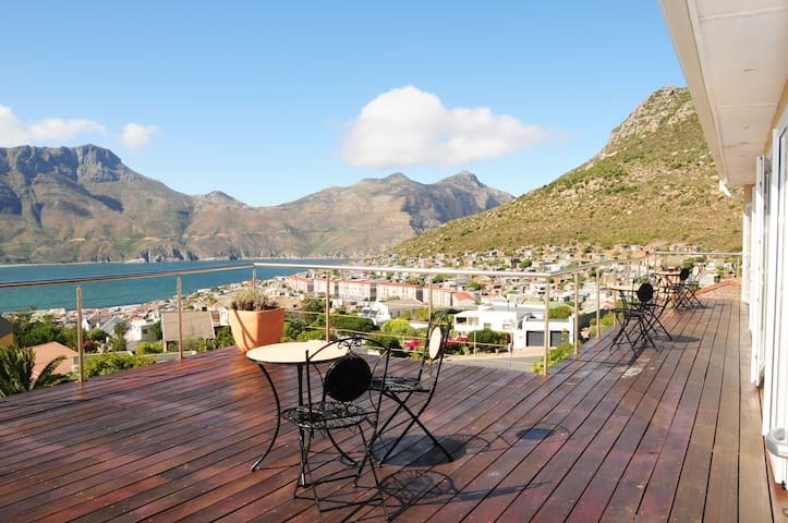 Hout Bay Breeze Family Suite with Sea View