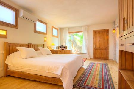 Ephesus Lodge - CEVİZ - Kuşadası - Bed & Breakfast
