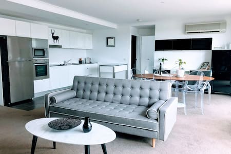 Staying Places | Spencer | City large modern 1BR