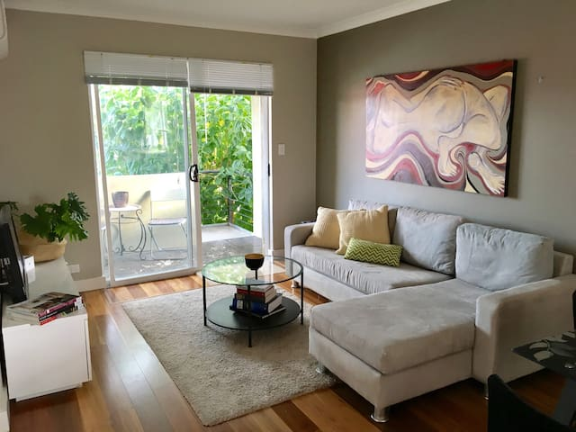 Light and fresh apartment - Bedford - Apartment