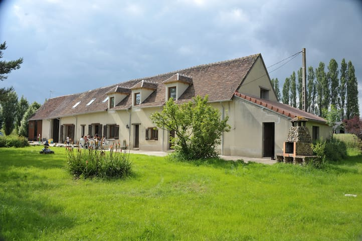 7 Bedroom/6 Bathroom Burgundy farm house with lake - Cudot - Hus
