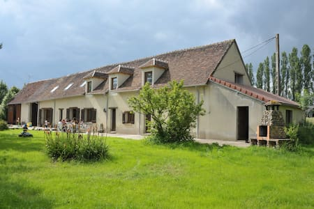 7 Bedroom/6 Bathroom Burgundy farm house with lake - Cudot