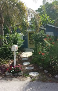 The Little Blue Cottage - Longboat Key - Casa