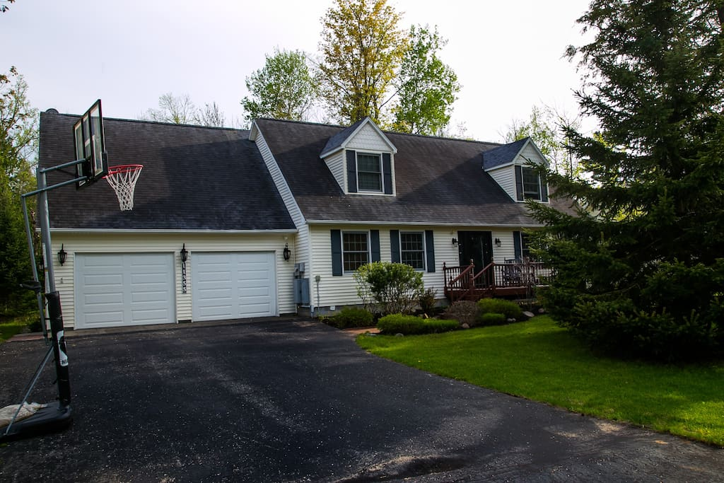 Front of Home with Basketball Net (View 2)