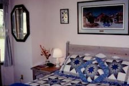 DiamondStone Lodge Queen Room - Bed & Breakfast