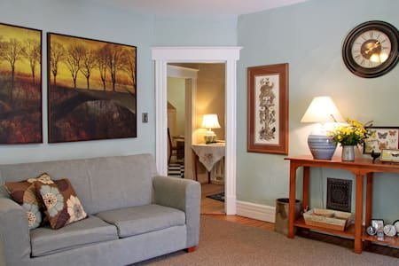 Hawk's Eyrie-Cozy 2 BR APT near Expo Cntr/UofL - Louisville
