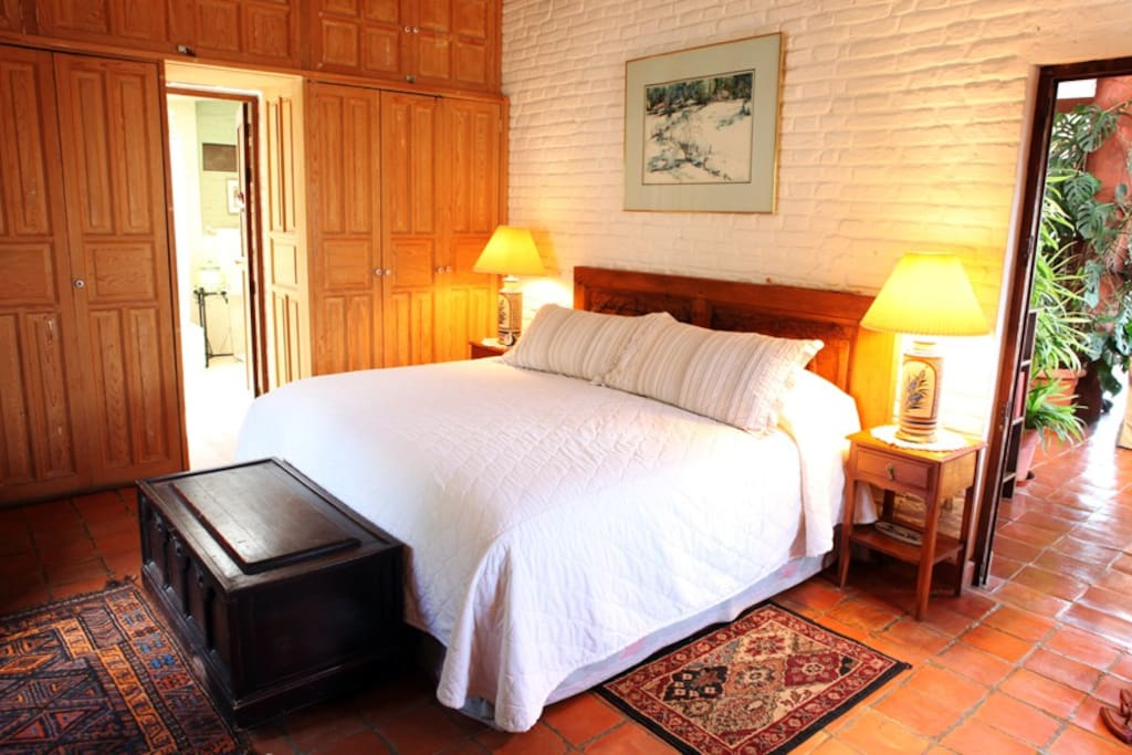 Master bedroom on main level (no steps). King-sized bed with private full bath : Bathtub, Shower, Sink & Toilet.