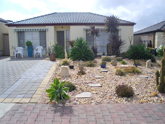 Close to McLaren Vale Wineries - Woodcroft - House
