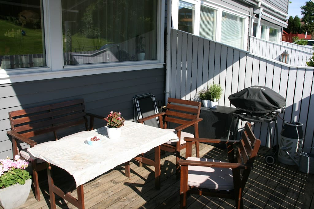 outside deck with barbecue