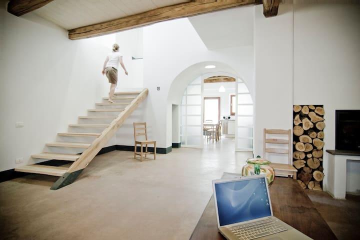 Modern, nahe Meer, Innenhof, Wifi - Milis