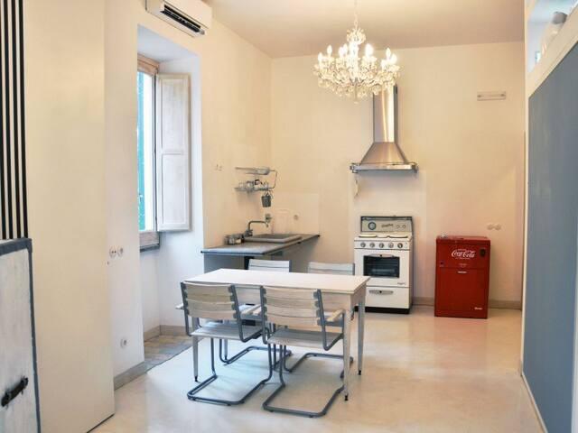 Casa di design con giardino appartamenti in affitto a for Layout di casa gratuito