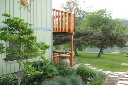 Lake View Vacation Suite - Oliver - Apartemen