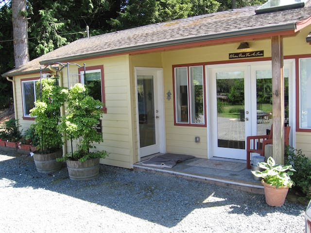 Wonderful Cottage in Langley  - Langley - House