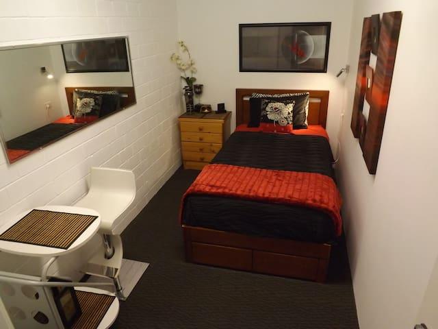 King Single Bedroom 4 close beaches