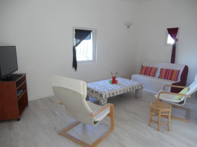 55 m² haut de maison avec jardin - La Fare-les-Oliviers - Apartment