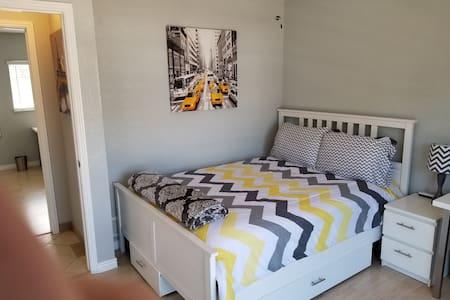 Exquisite, Private Bedroom in Great Neighborhood!