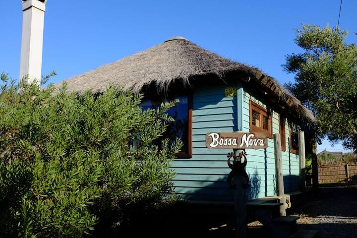 BOSSANOVA the L-shaped loft style cabin, cute and romantic!