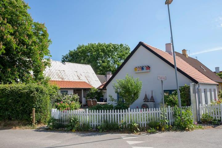 Hyggeligt landsbyhus med gårdhave, Samsø