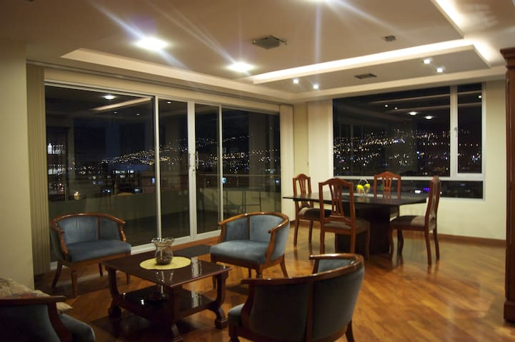 NICE APT -  VIEW WITH POOL & SAUNA - Quito - Apartamento